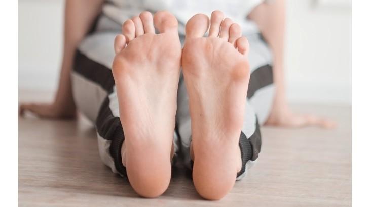 стопы йога укоренение